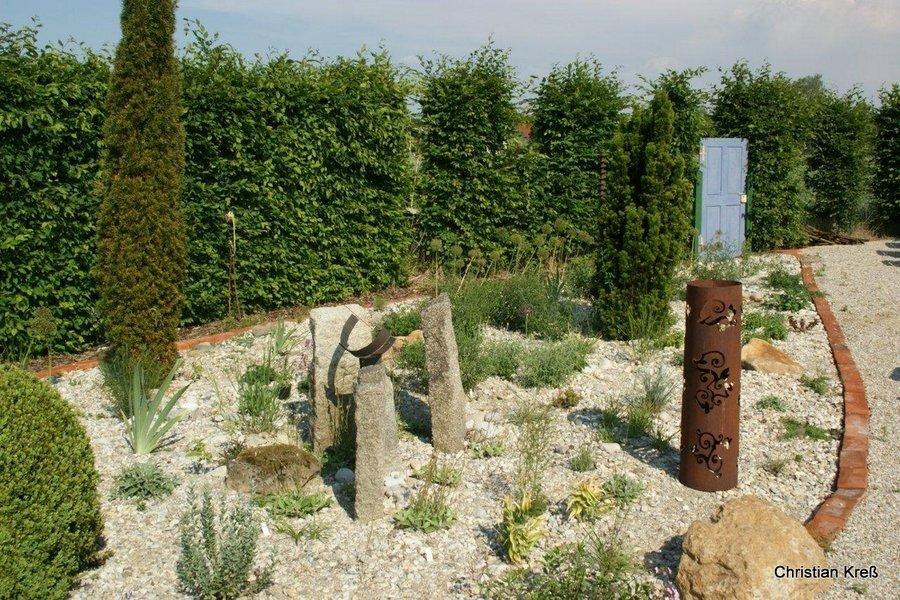 39 sarastro stauden kiesg rten gestalten und bepflanzen for Moderne beetbepflanzung
